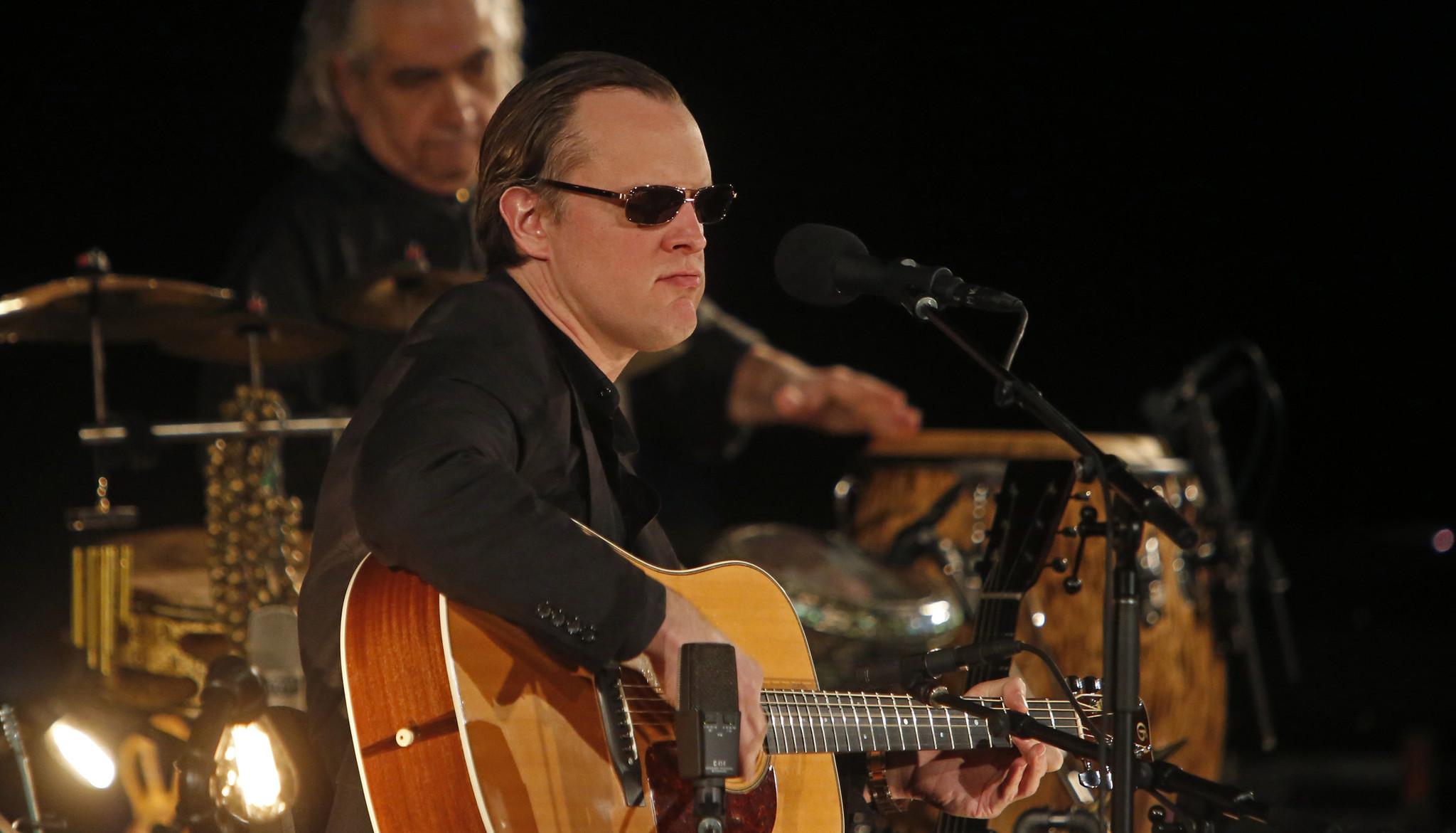 Joe Bonamassa acoustic at Easton\'s State Theatre takes focus off his ...