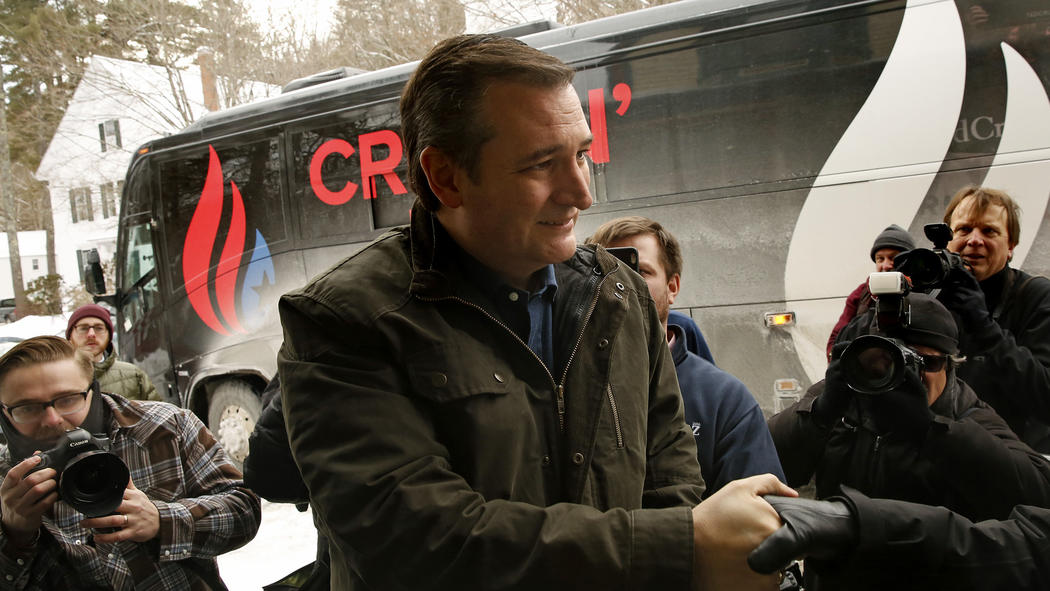 Texas Sen. Ted Cruz meets with voters at the Freedom Country Store in Freedom, N.H. (Carolyn Cole / Los Angeles Times)