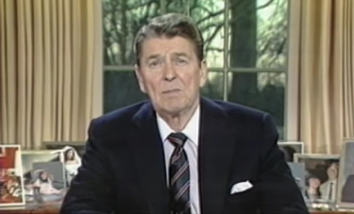 Reagan speaks to the nation after the Challenger disaster ...