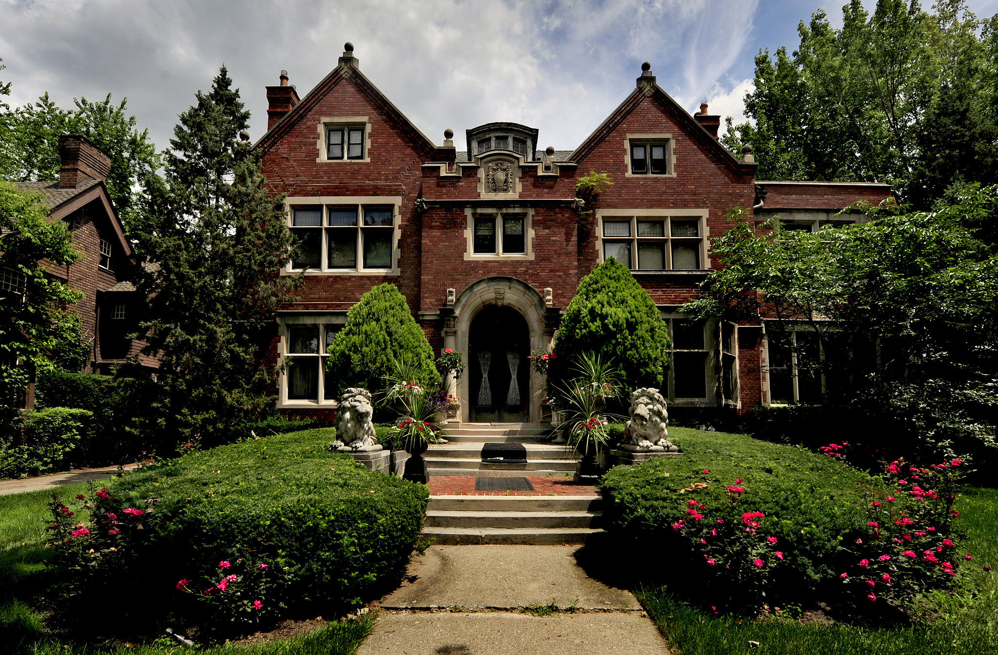Demand For Detroits Old And Affordable Mansions Revs Up