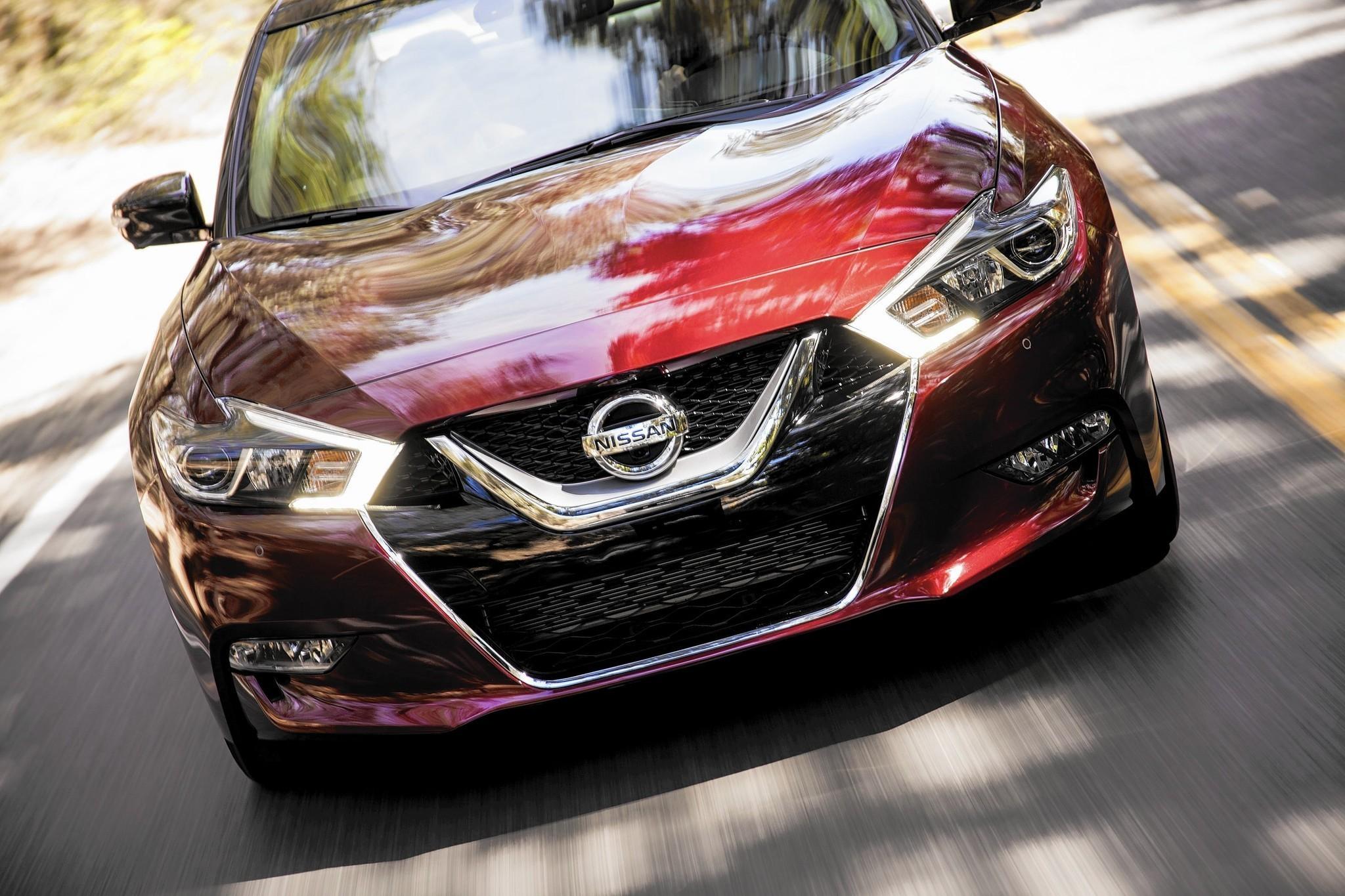 2016 Nissan Maxima Straddles Sedan Side Of Sport Sophistication Platinum