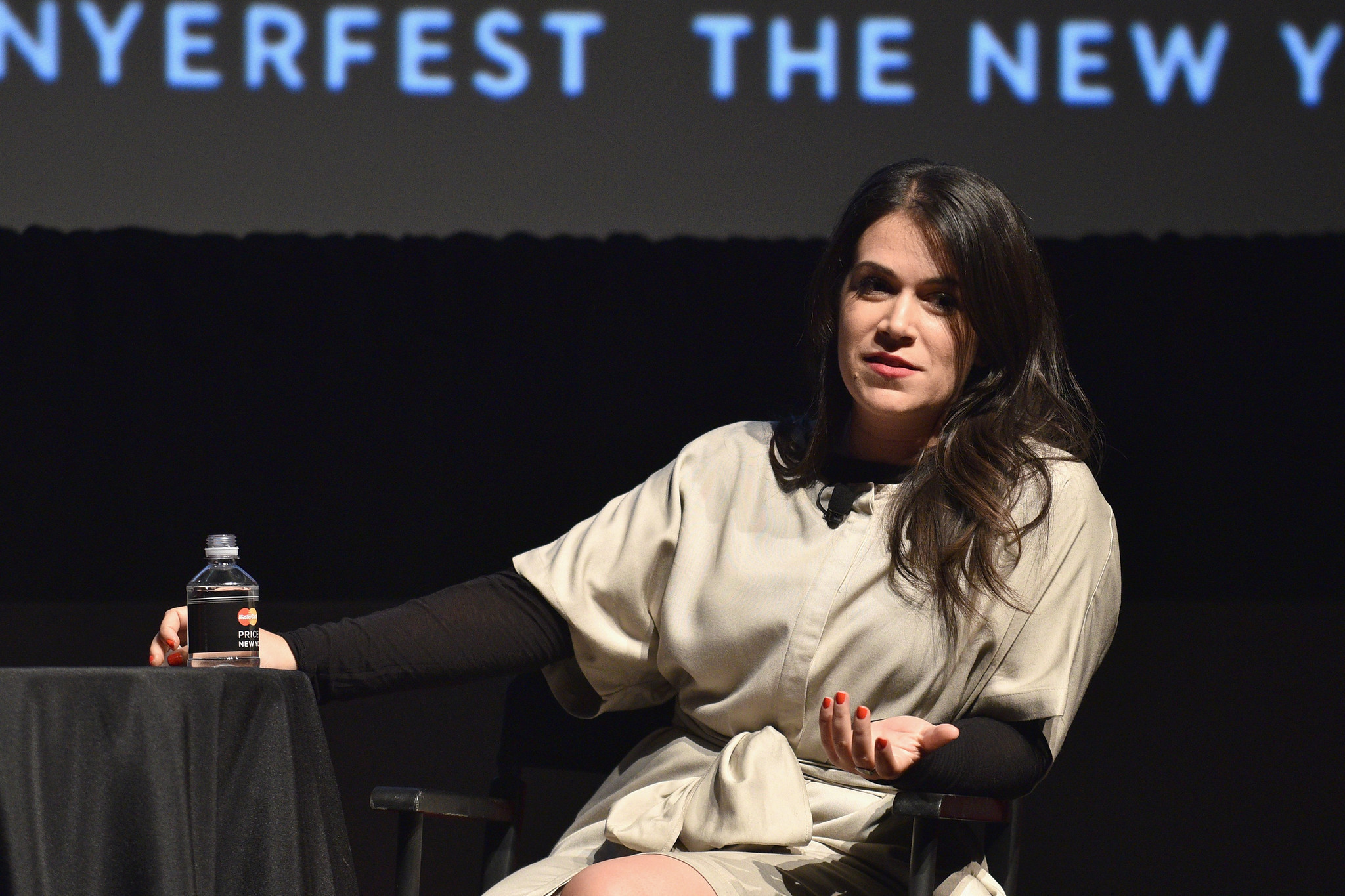 Broad City Star Abbi Jacobson Recalls Seeing A Baltimore Mugging On Podcast Sun