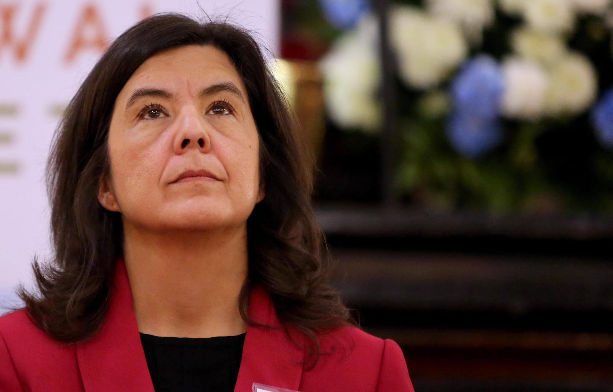 Mollige Hausfrau Ana Luz wanna fühlen sich einige Schmerzen in Ihrem Arsch