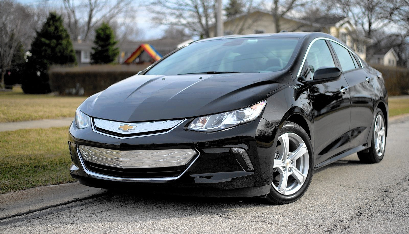 2016 chevrolet volt plug in hybrid charges ahead of competition chicago tribune. Black Bedroom Furniture Sets. Home Design Ideas