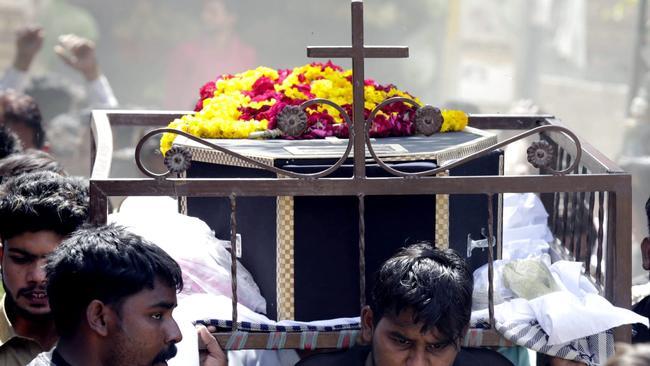 Photos: Pakistan bombing kills dozens