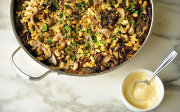 Paella with artichokes and mushrooms