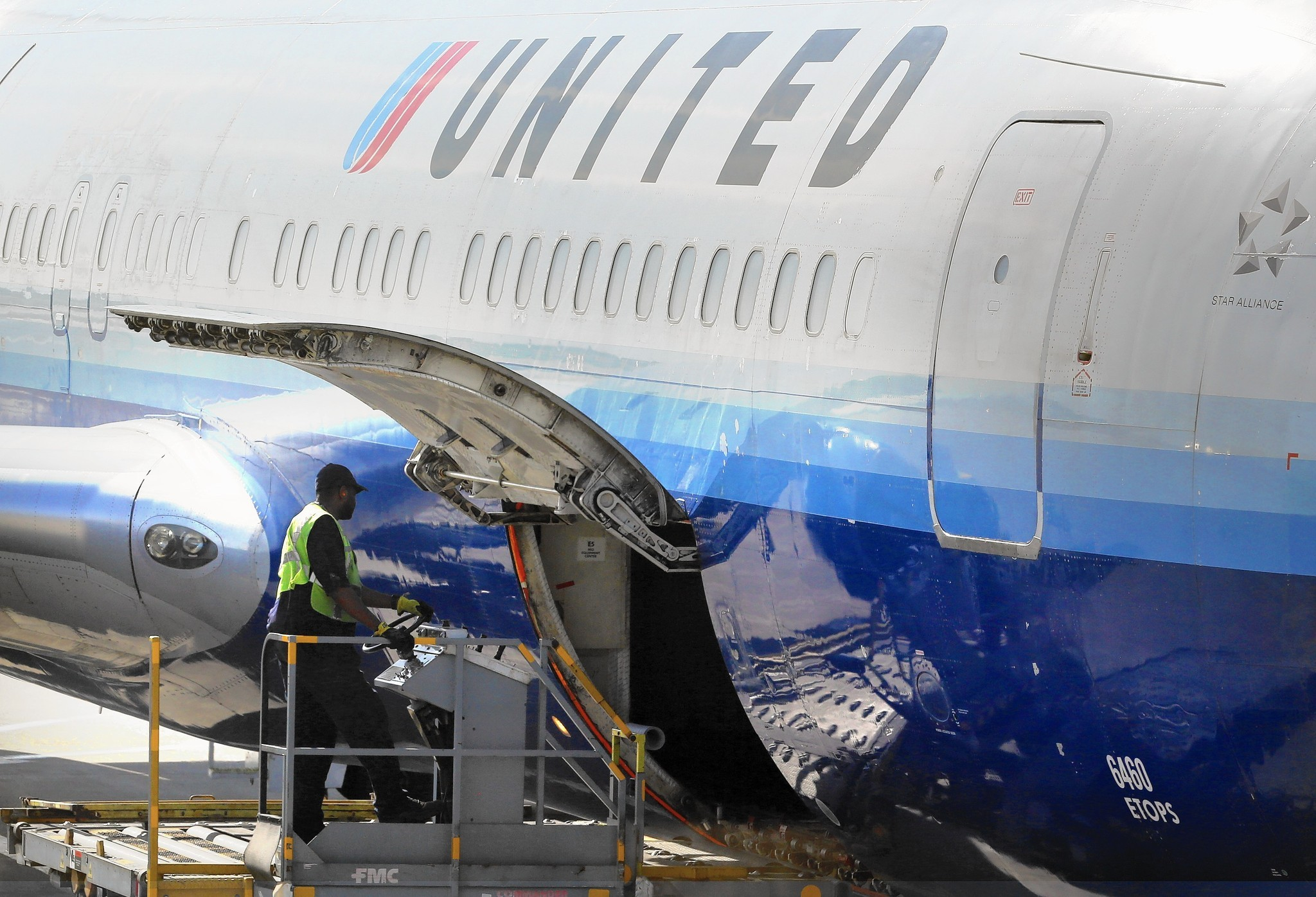 United Reaches Agreements With Machinists Union Chicago Tribune