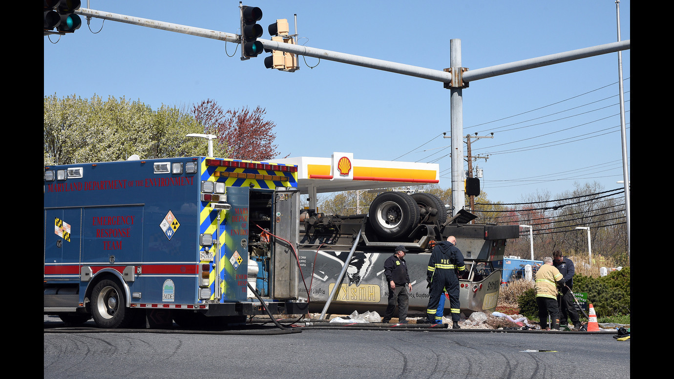 Fuel Bay Ridge >> Fuel spill from overturned truck disrupts Annapolis ...