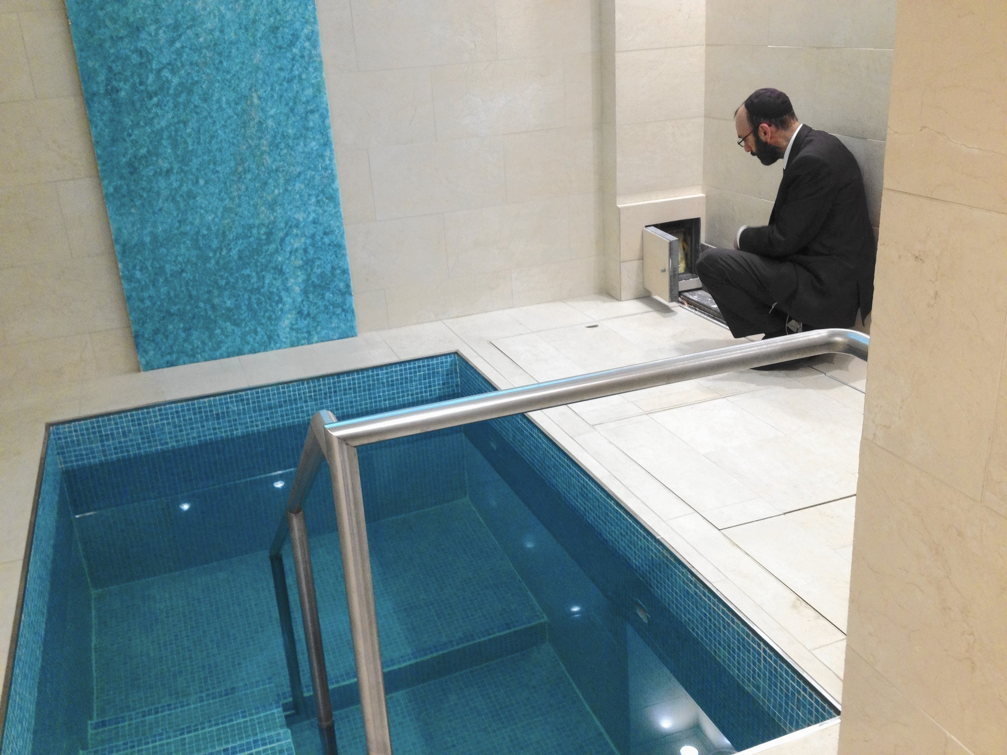 Buffalo Grove Couple Opens Mikvah Spa In Their Garage