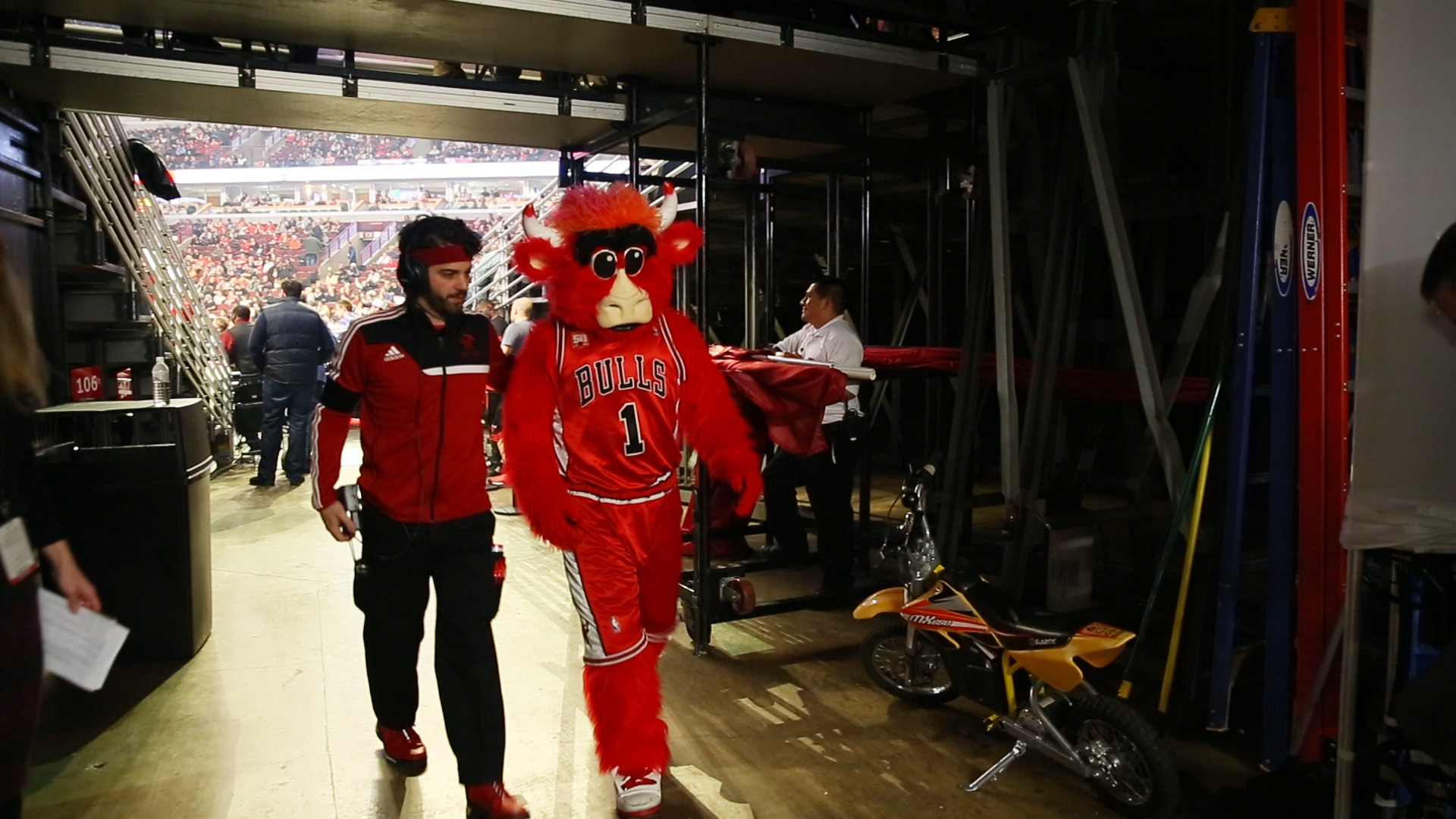 First Bulls change: Man who plays Benny the Bull is leaving - Chicago Tribune