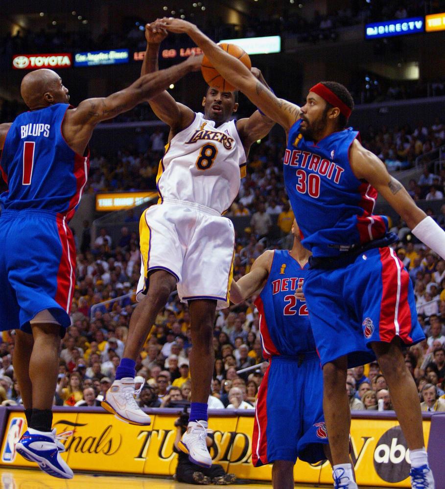 Kobe is tripleteamed by Detriot's defense.
