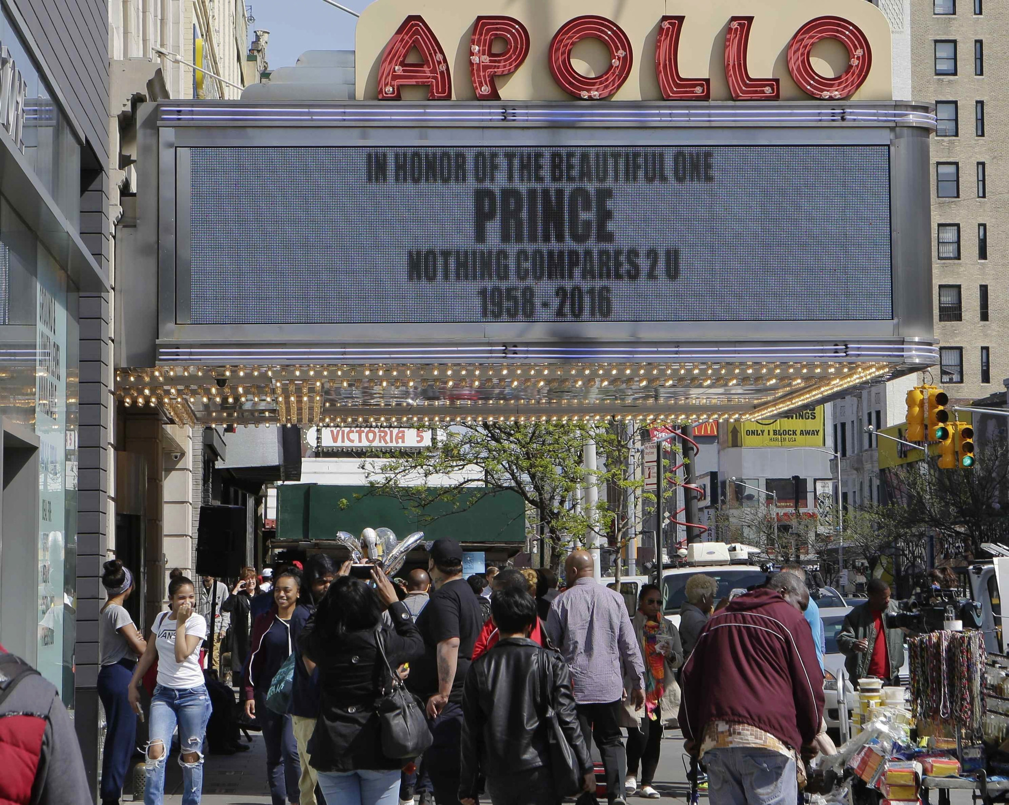 Prince is being added to the Apollo Theater's Walk of Fame ...