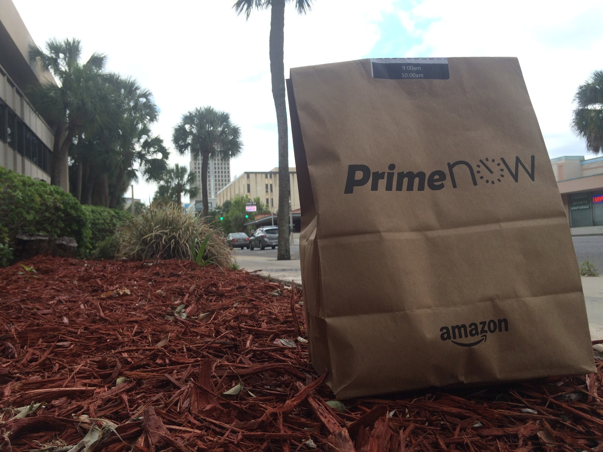 amazon launches one two hour shipping in orlando orlando sentinel. Black Bedroom Furniture Sets. Home Design Ideas