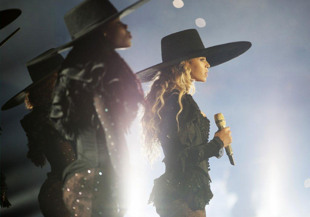 Beyonce wears DSquared2 during opening of the Formation World Tour.