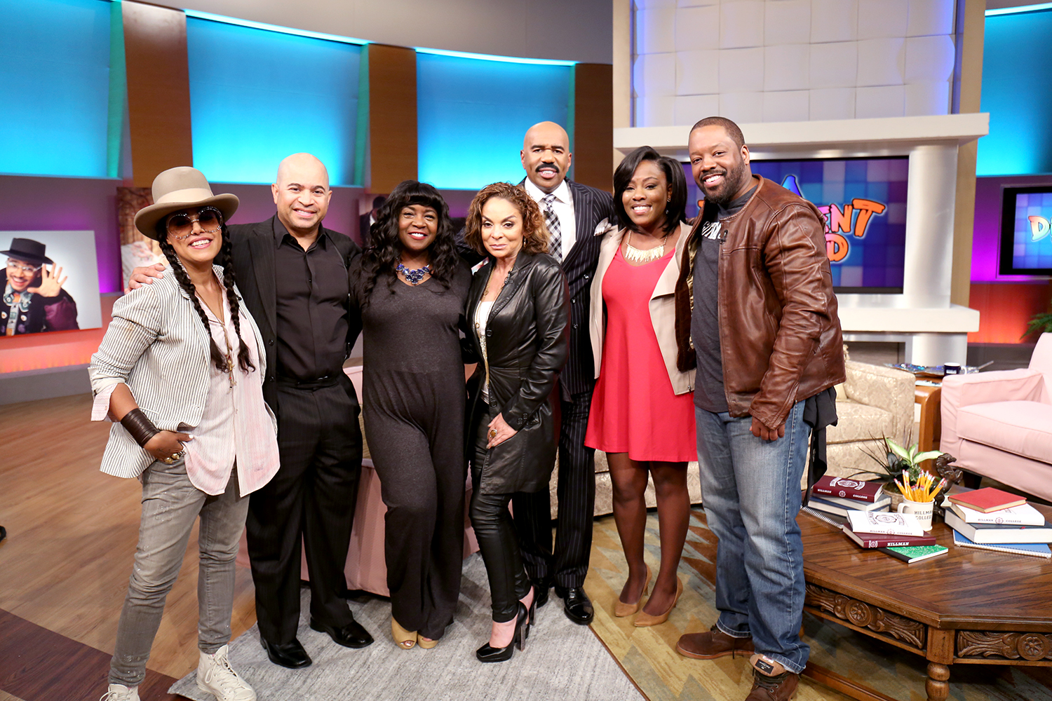chicagoan meets a different world cast after writing