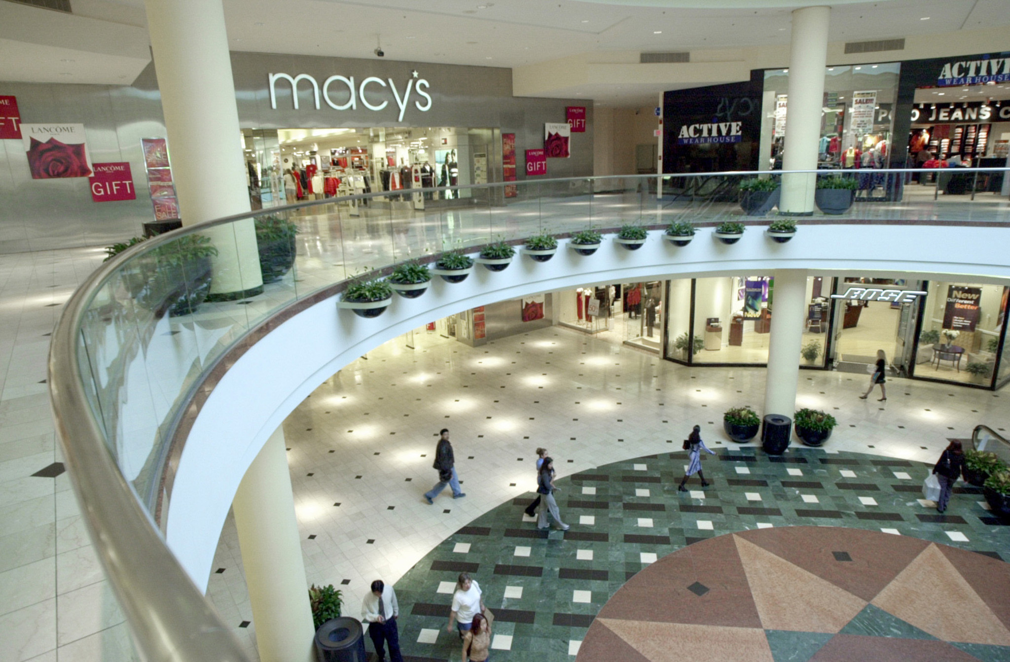 Malls In Ct >> Macy's woes could doom a third of America's malls, analyst ...