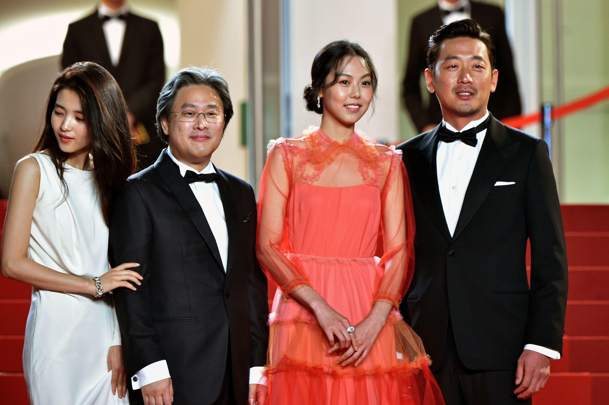 Kim Tae-ri, from left, director Park Chan-wook, Kim Min-hee and Ha Jung-woo at Cannes. (Albert Pizzoli / AFP/Getty Images)