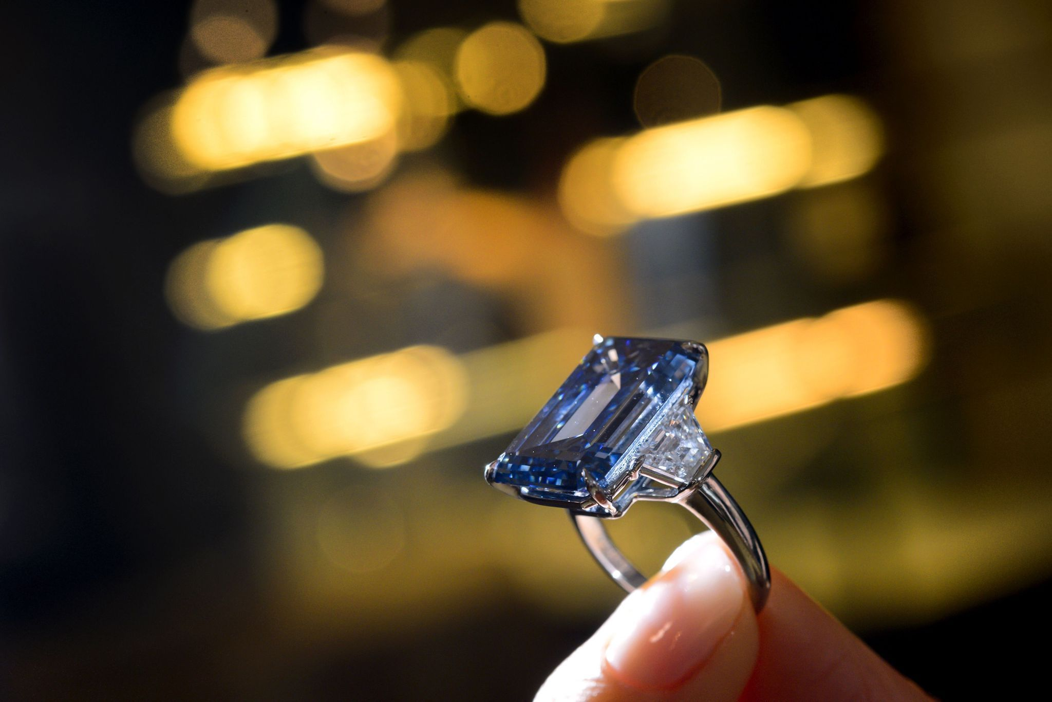 Oppenheimer Blue Diamond Sells For Over 51 Million Setting New Record Chicago Tribune