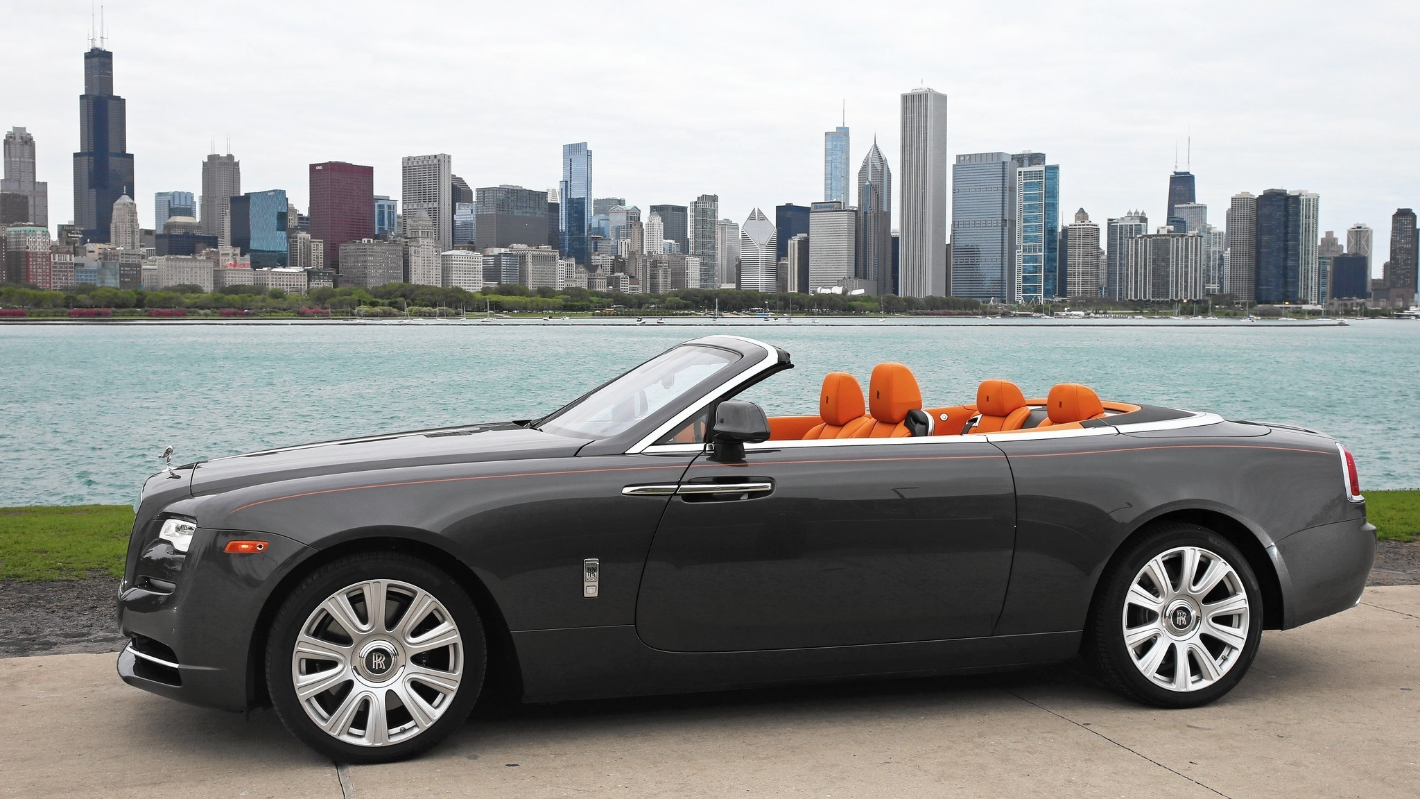 Rolls Royce Dawn Delivers Everything In 400 000 Convertible Chicago Tribune