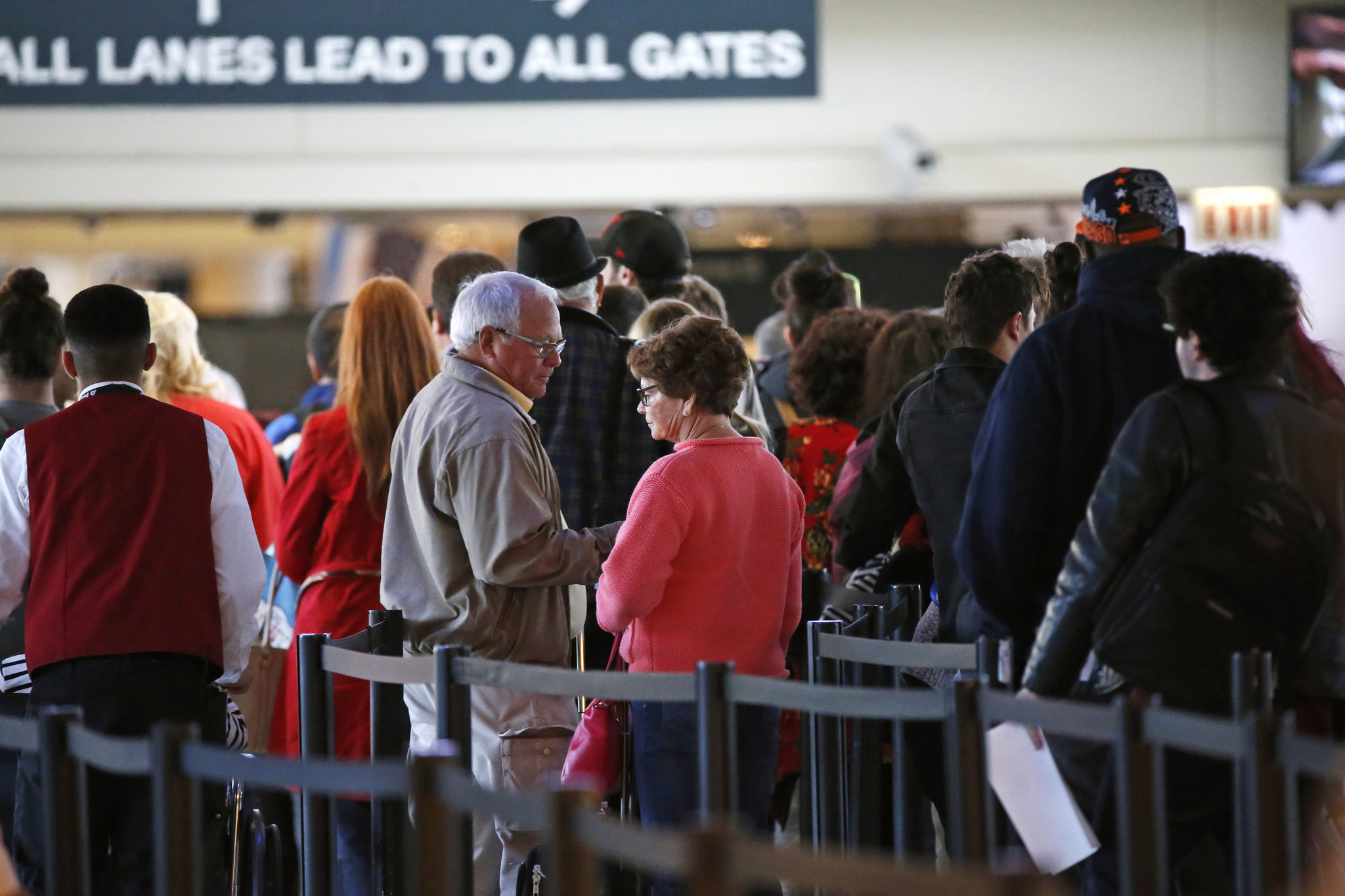 tsa boss in chicago: summer travel will be a 'challenge' despite more staff