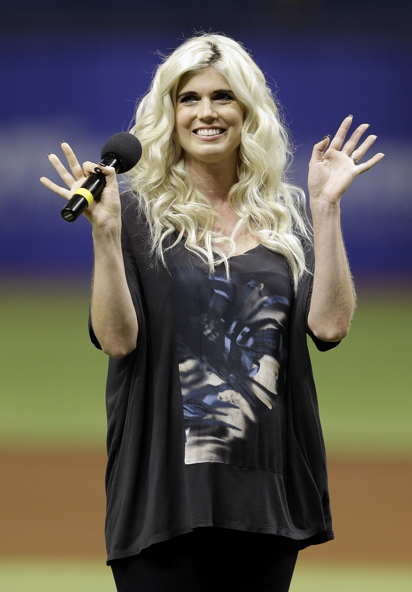 Singer Julianna Zobrist (Ben's wife) on the Cubs, walk-up ...