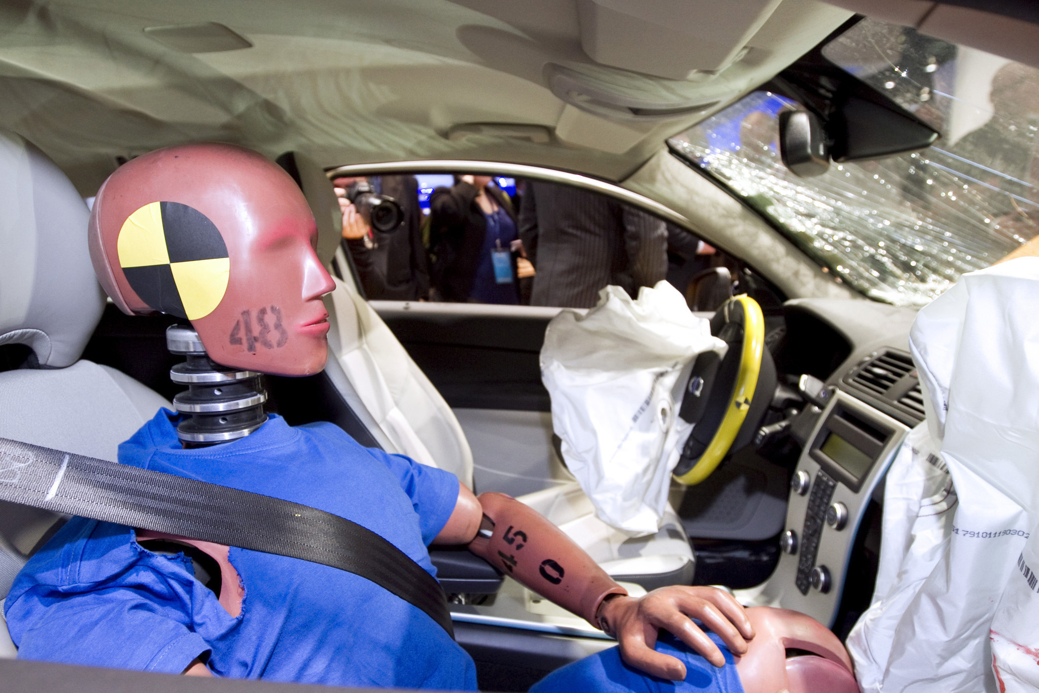 Crash-test dummies' next test: The back seat - Chicago Tribune