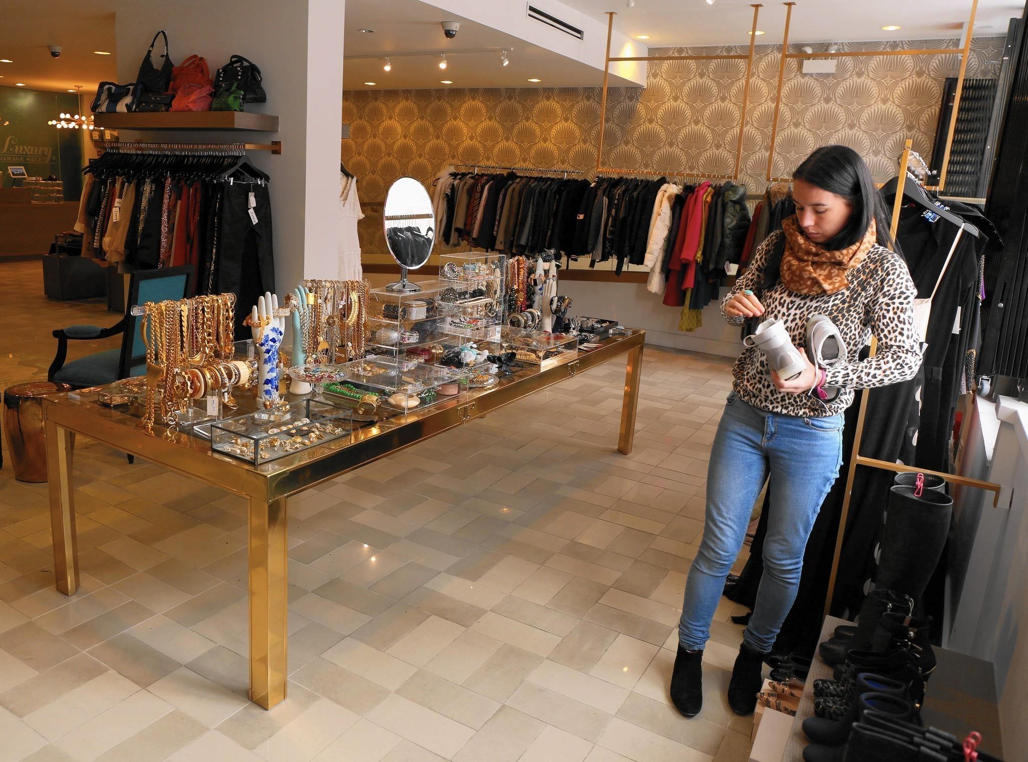 luxury garage sale gets 5m for more resale shops e commerce investment chicago tribune. Black Bedroom Furniture Sets. Home Design Ideas