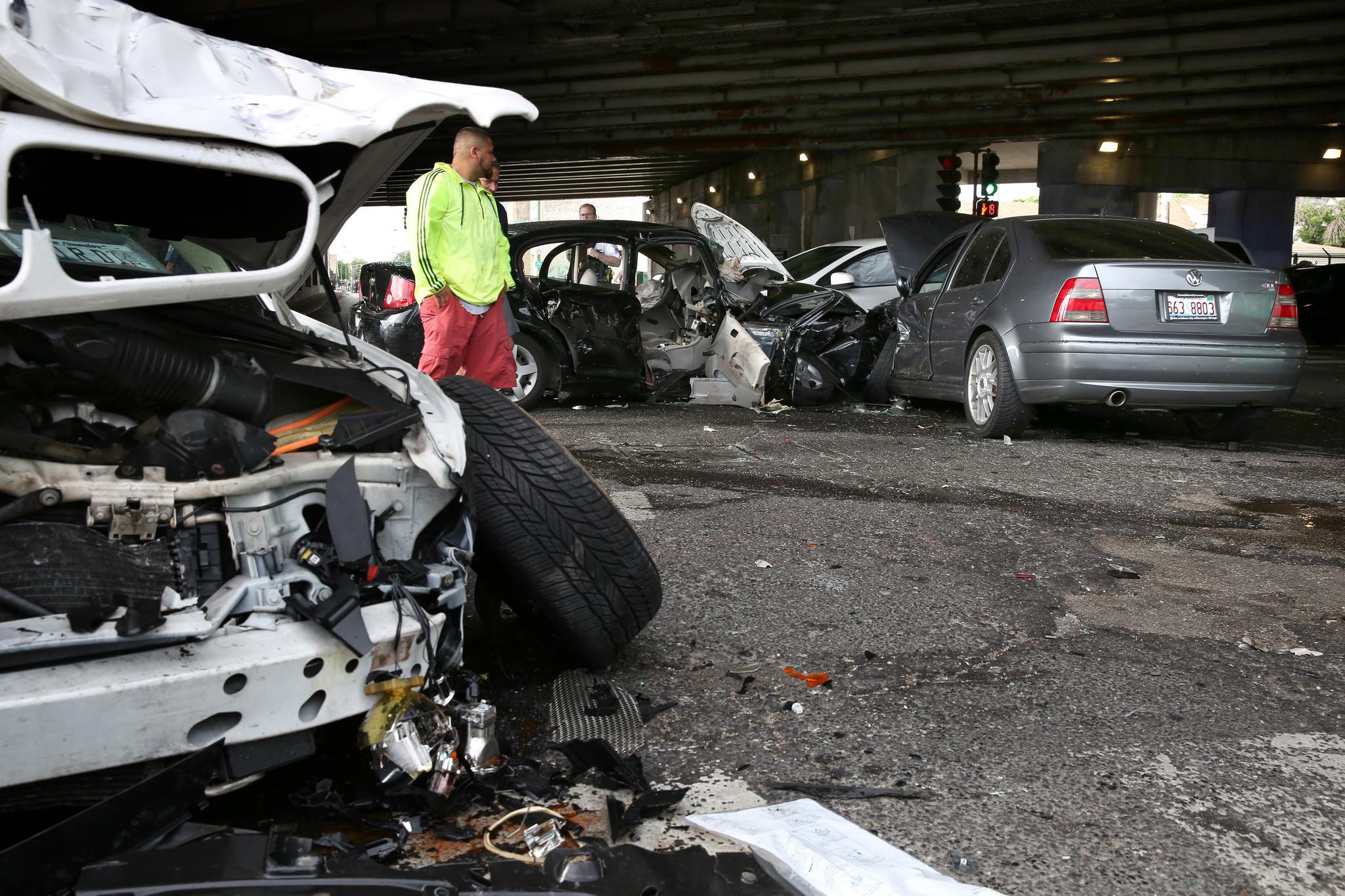 1 Killed, 1 Seriously Injured In Northwest Side Crash