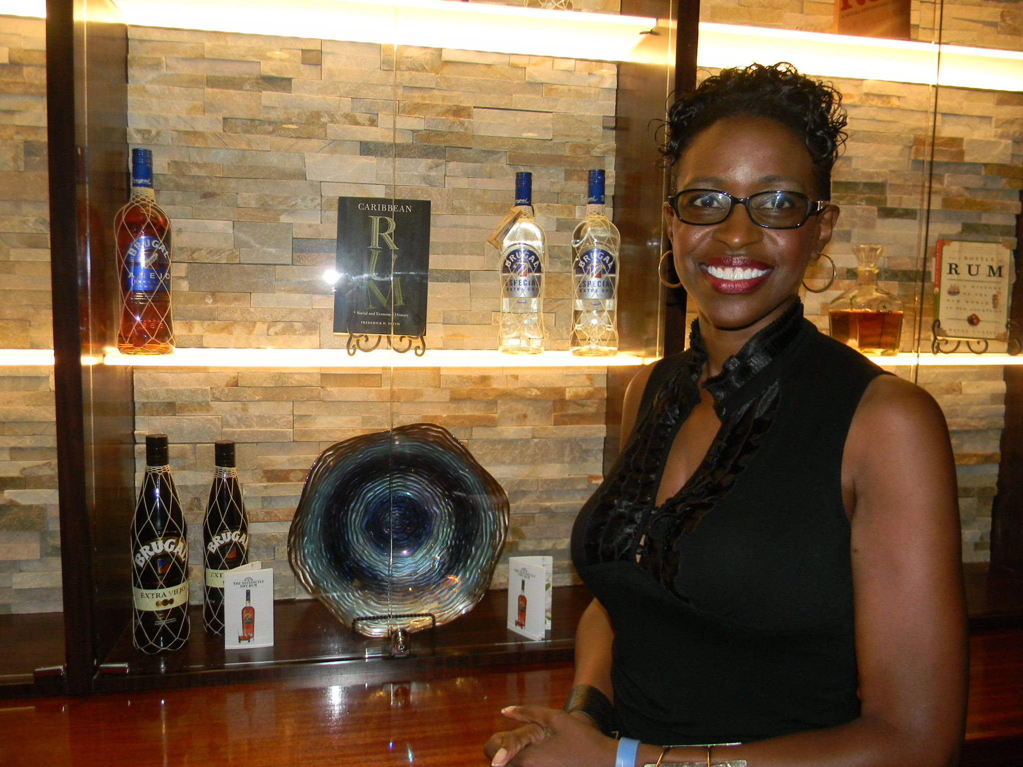THERESE: Sugarcanes rum bar & lounge