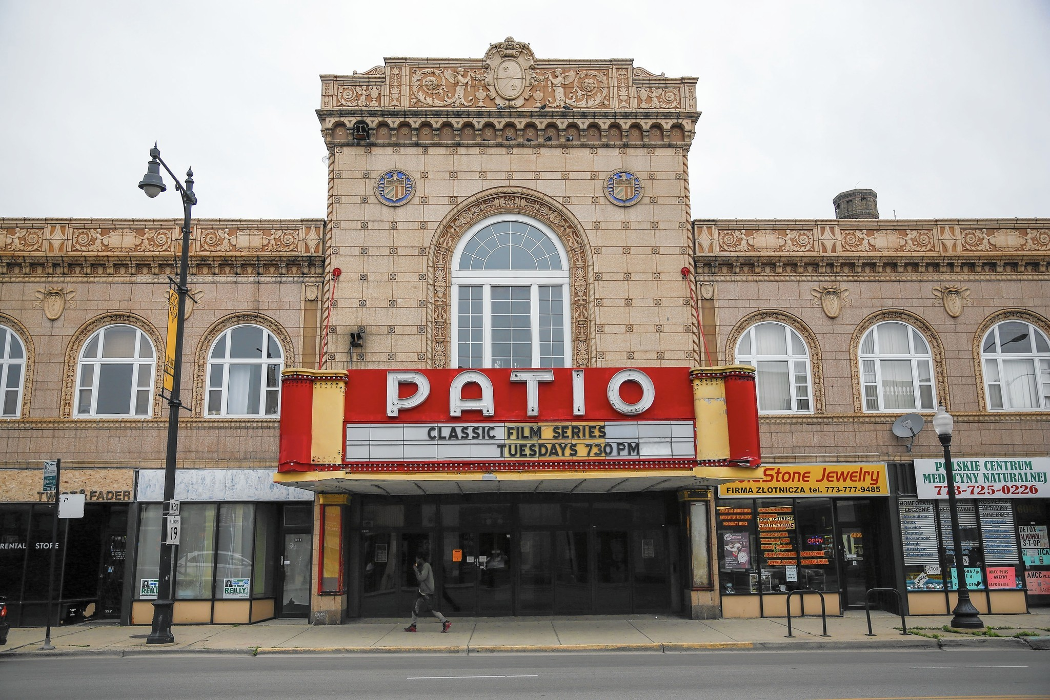 Residents Wary As Patio Theater Operators Seek Liquor License Chicago Tribune