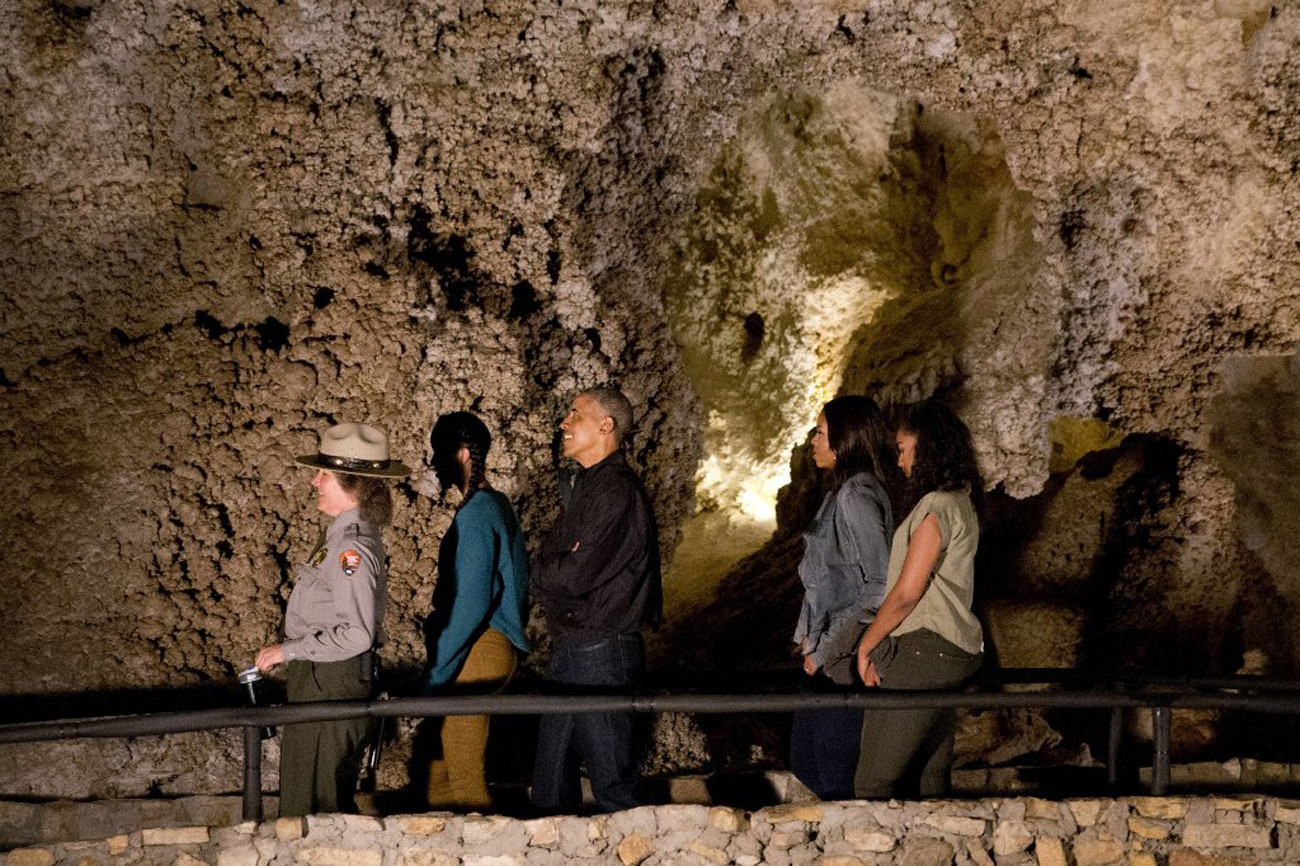 Obama Family Tours Carlsbad Caverns In New Mexico