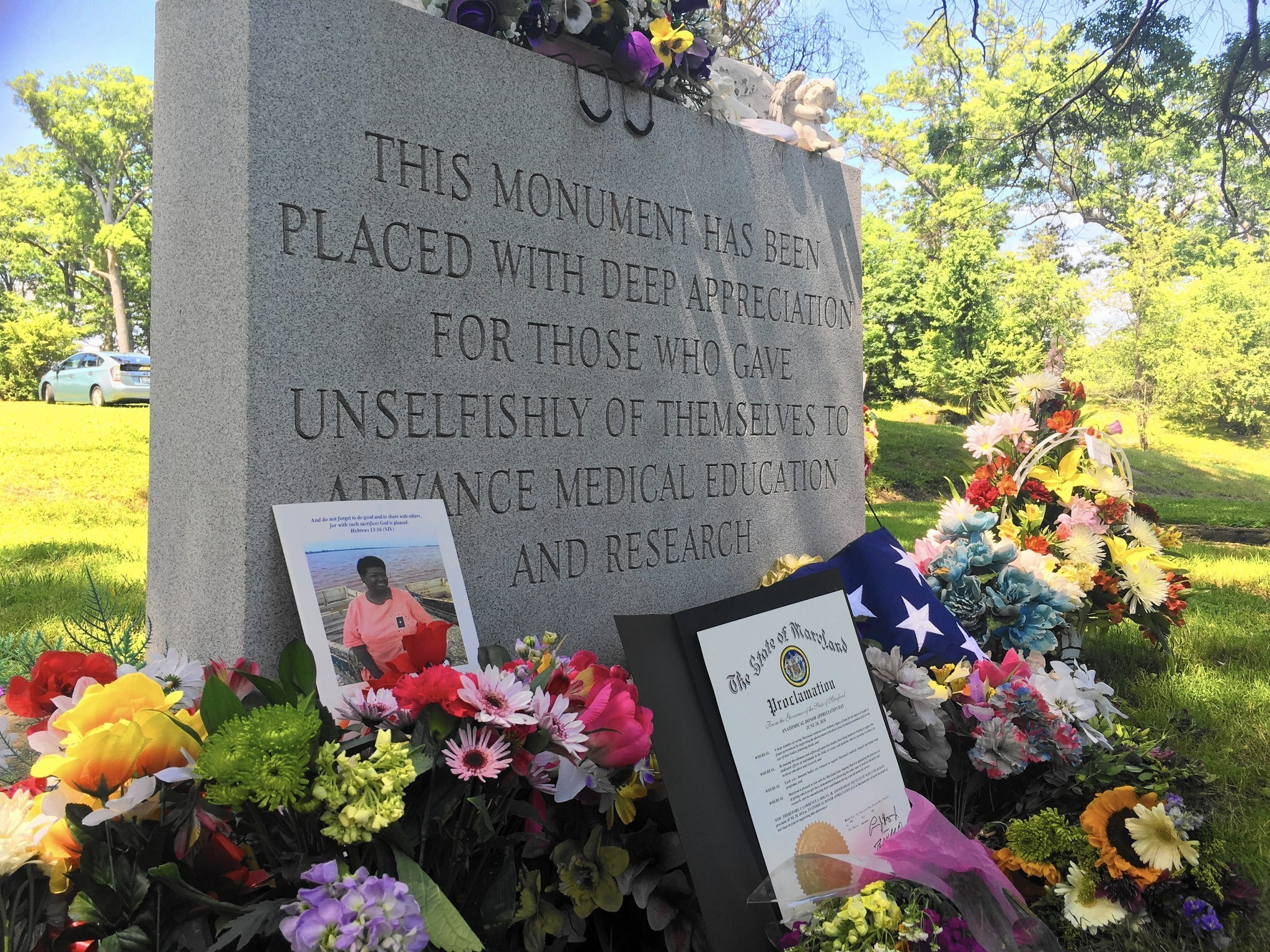 Hundreds Attend Mass Burial Honoring Dead Who Gave Bodies To Science