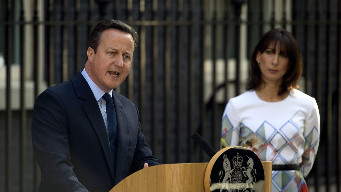 British Prime Minister David Cameron with his wife, Samantha Cameron, speaks June 24, after the vote on the country's departure from the European Union. (Will Oliver / European Pressphoto Agency)