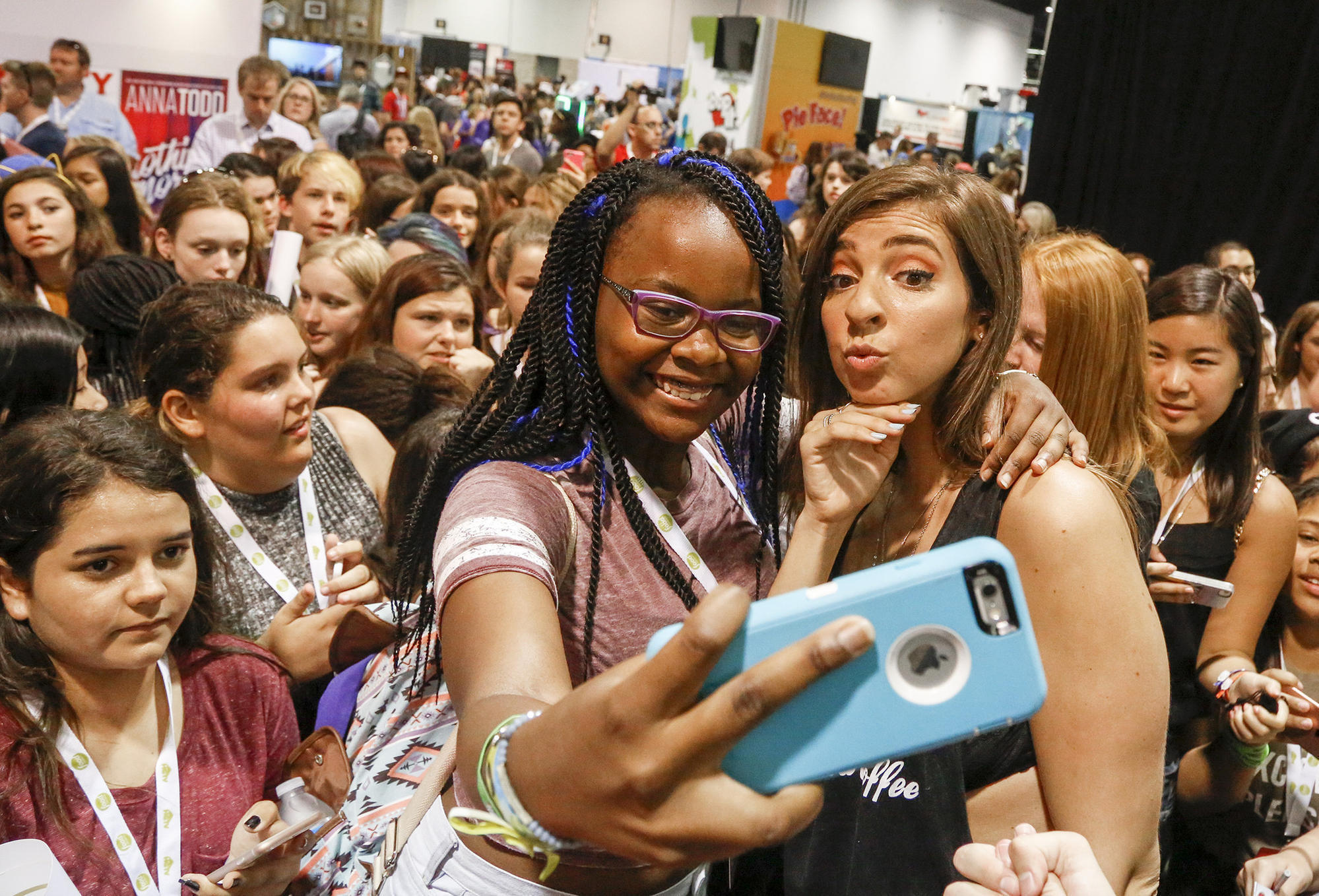 Scenes From Vidcon Fans And Stars Share The Joy Of Mixing