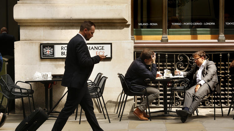 Near the Royal Exchange building in London, men take a break from work. (Carolyn Cole / Los Angeles Times)