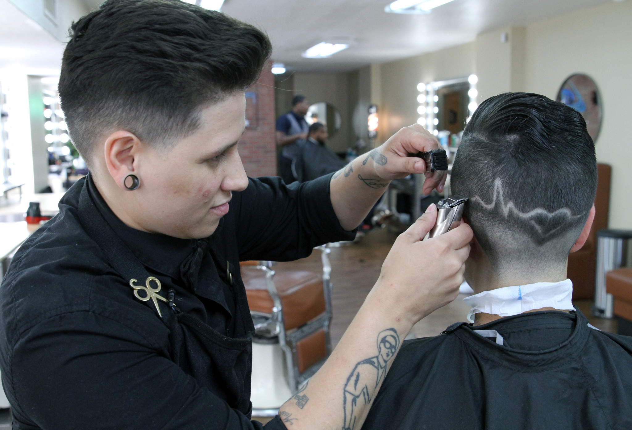 Barbershop honors victims of Pulse tragedy with special haircuts - Orlando Sentinel
