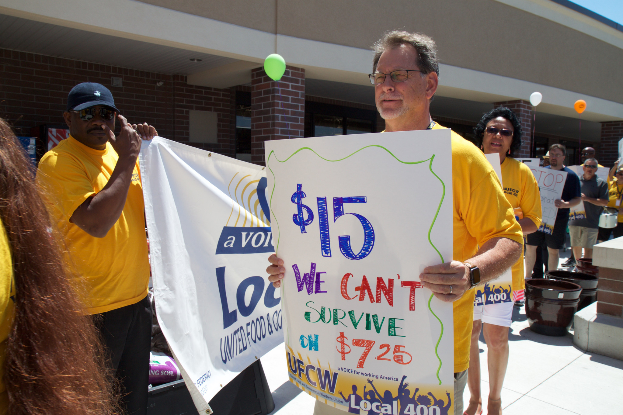 Kroger employees demand $15 minimum wage at Portsmouth protest