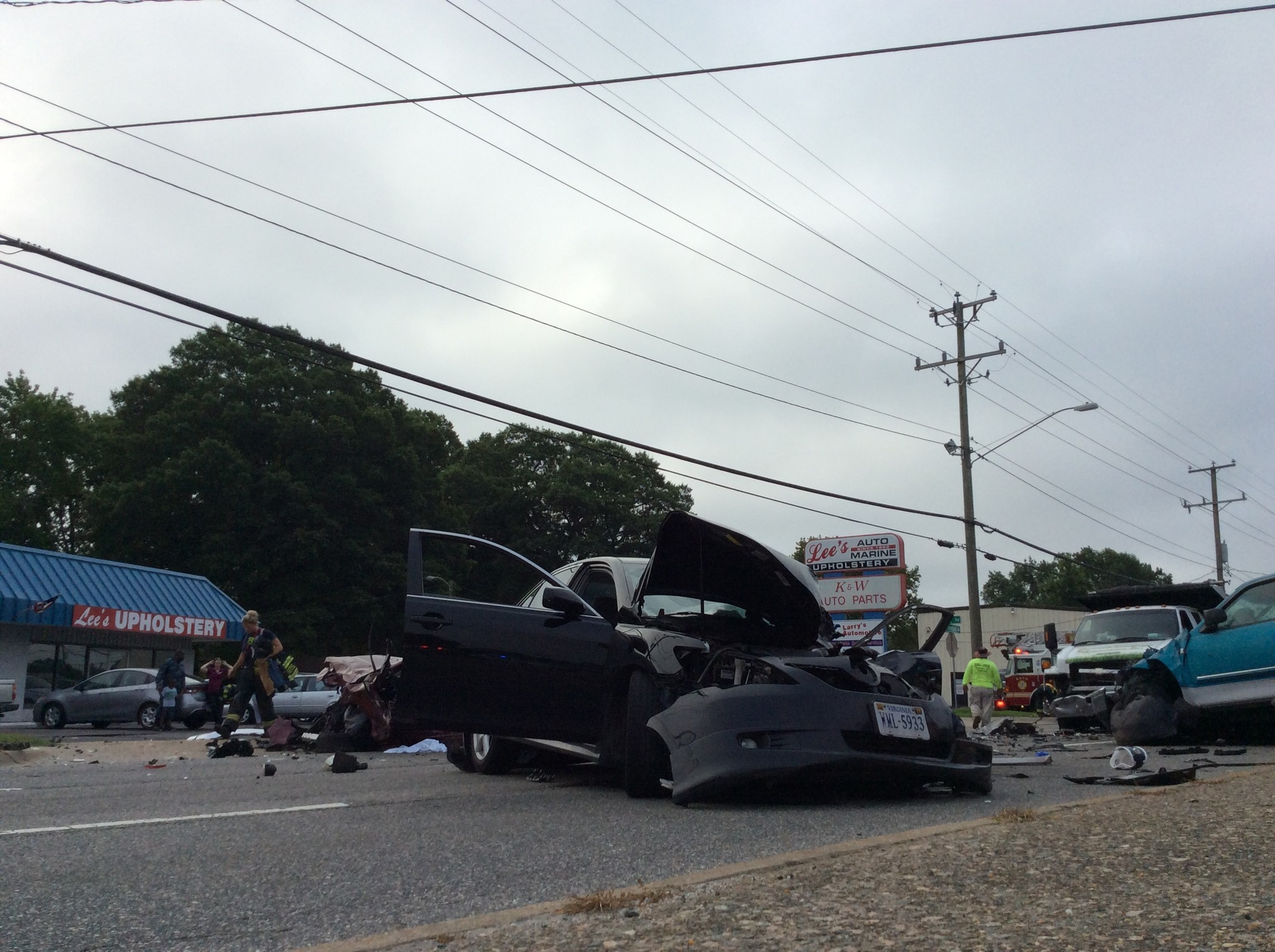 6-vehicle crash on jefferson avenue sends 4 to hospital; 1