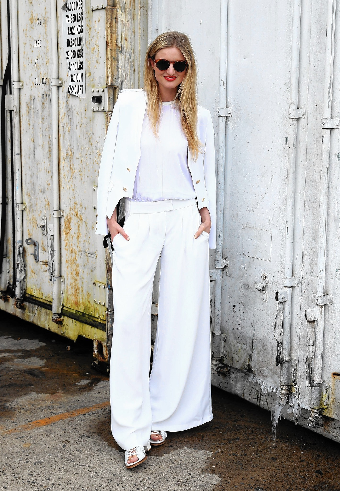What To Wear Under Summer S White Pants Chicago Tribune