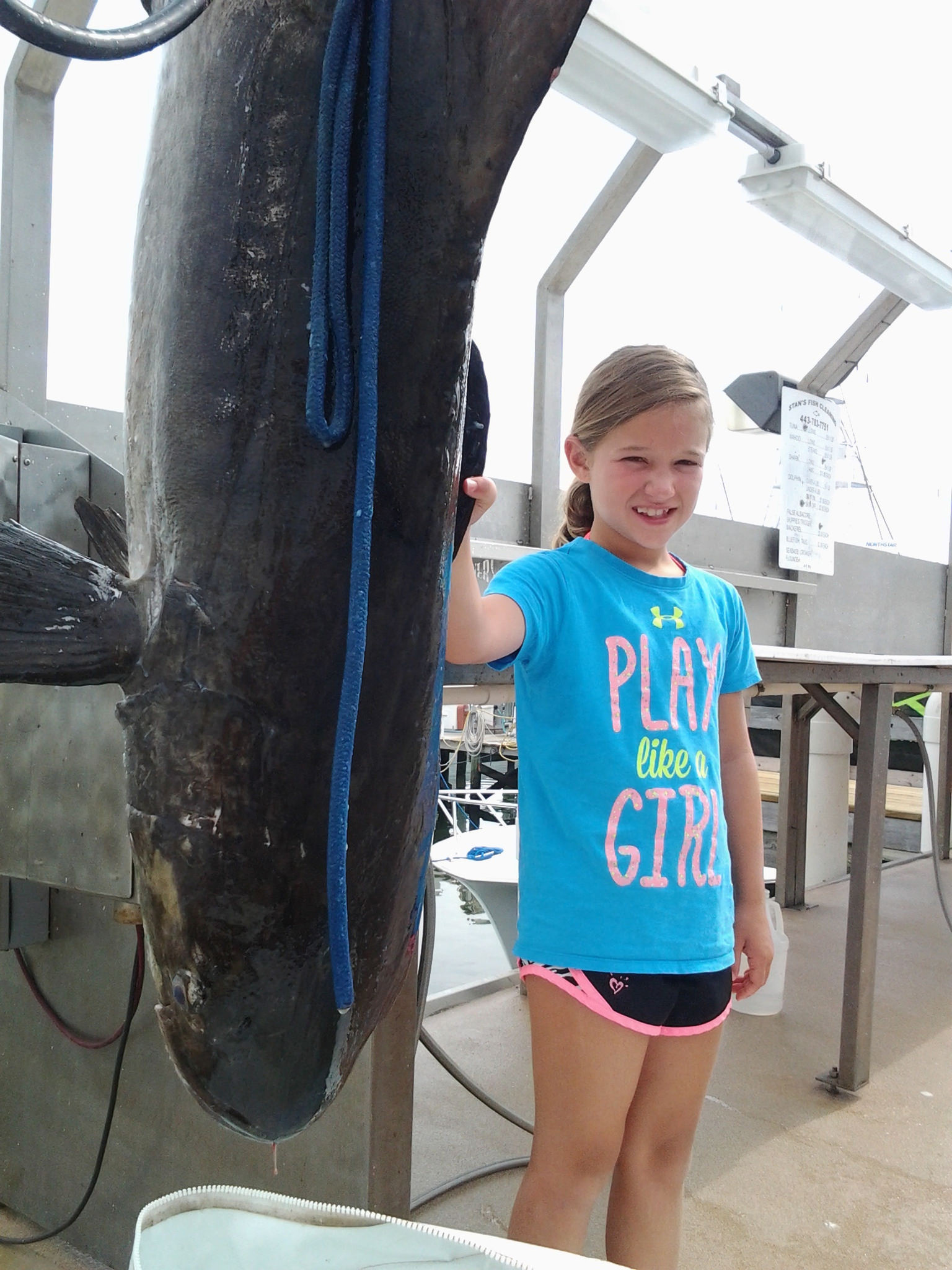 9-year-old Girl Catches Record Fish Weighing 94.6 Pounds
