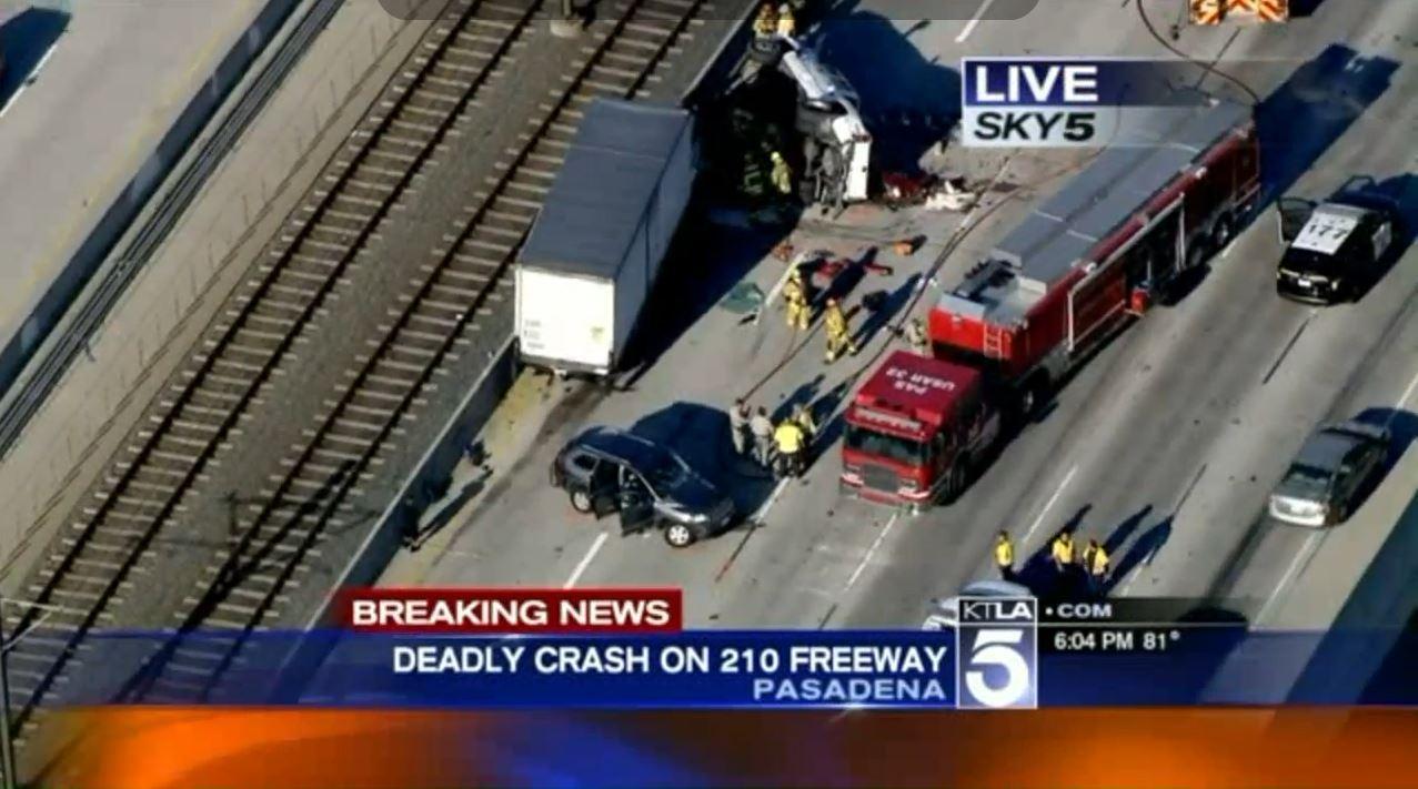 Deadly Multi Vehicle Crash Shuts Down Eastbound 210 Freeway In Pasadena La Times