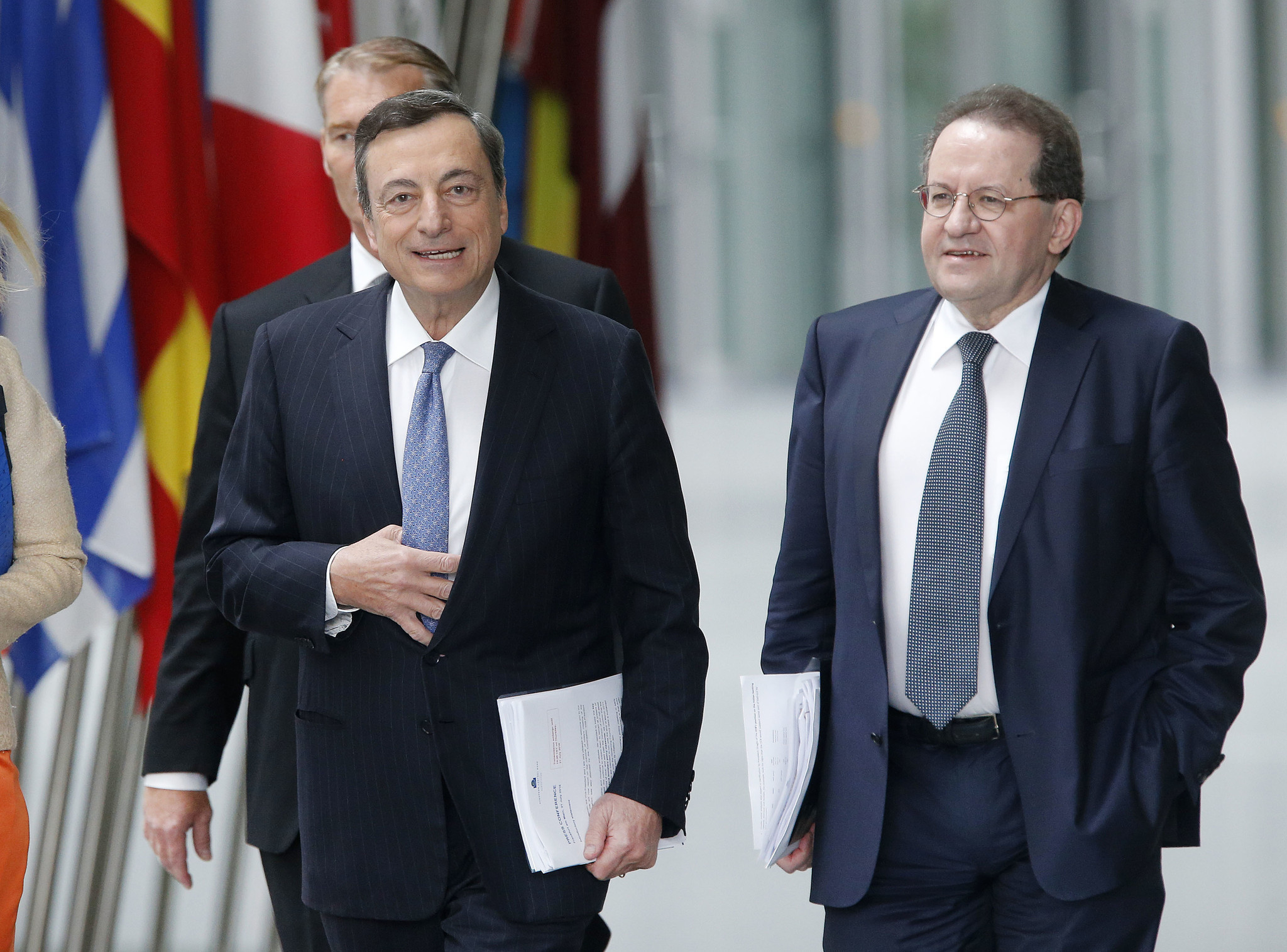 European Central Bank keeps interest rates at record low
