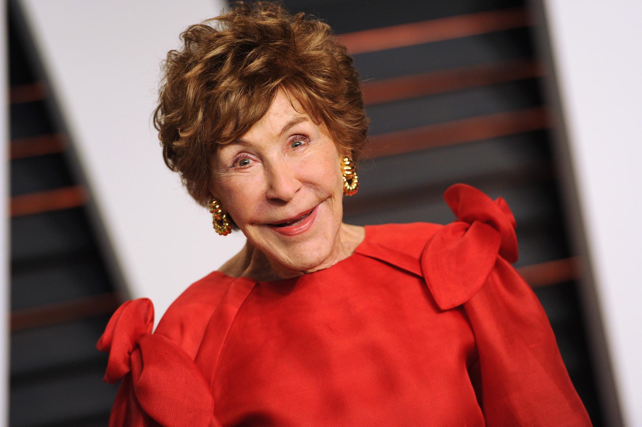 Betsy Bloomingdale Widow Of Department Store Heir Dies At 93 La Times