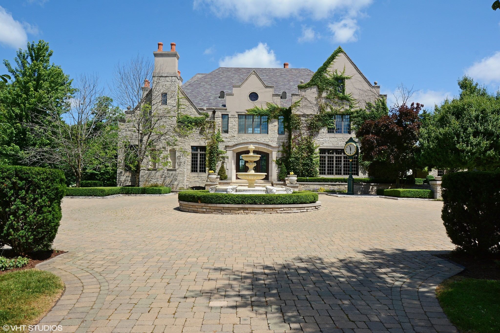 English Style Mansion In Barrington Hills 3 395m