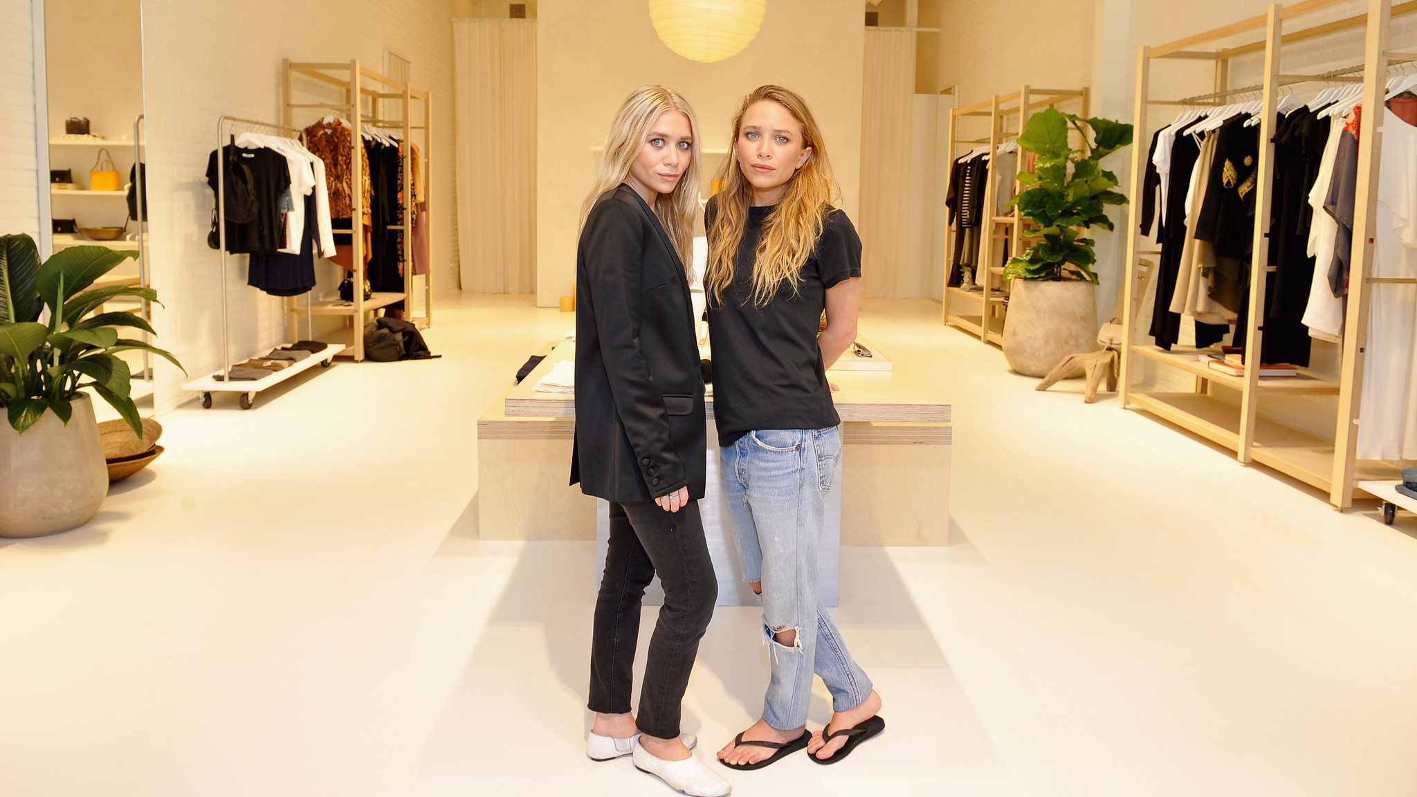 mary kate ashley olsen 39 s elizabeth and james label opens its first store at the grove la times. Black Bedroom Furniture Sets. Home Design Ideas