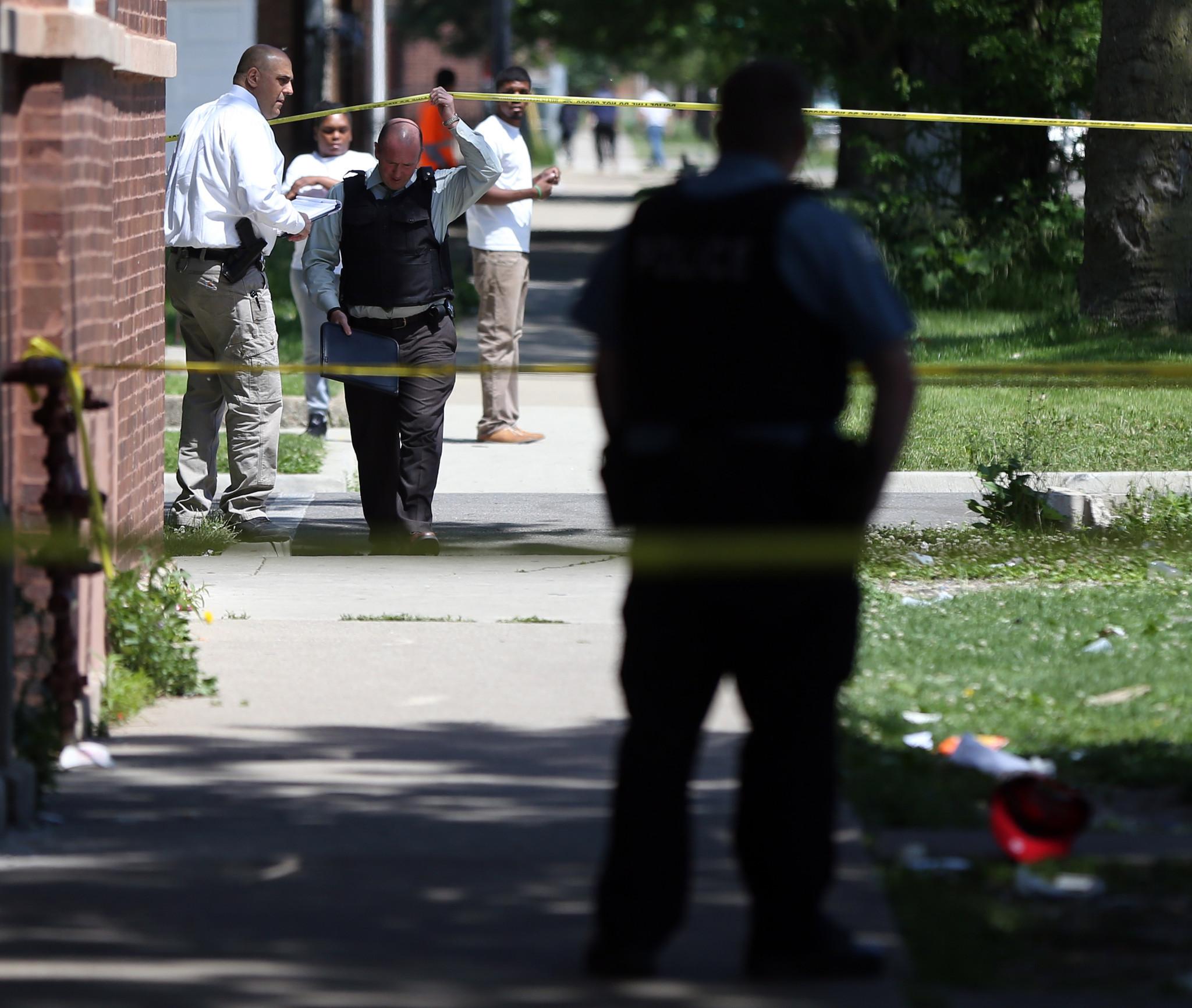 Leaderless Chicago Street Gangs Vex Police Efforts To