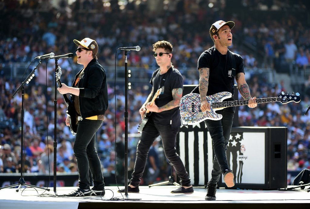 fall out boy 39 s joe trohman is selling his guitar and other equipment chicago tribune. Black Bedroom Furniture Sets. Home Design Ideas