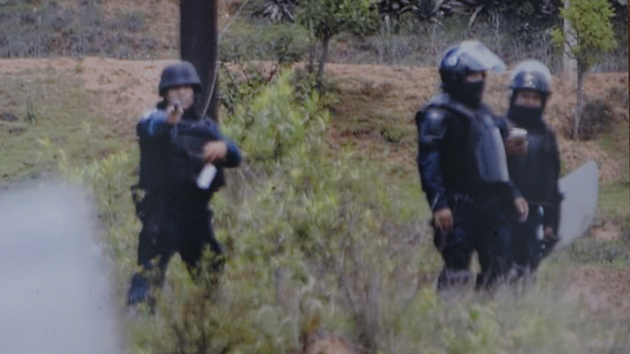 A photo found on the cellphone of Jesus Cadena Sanchez shows a federal policeman pointing his weapon during the unrest in Nochixtlan on June 19.