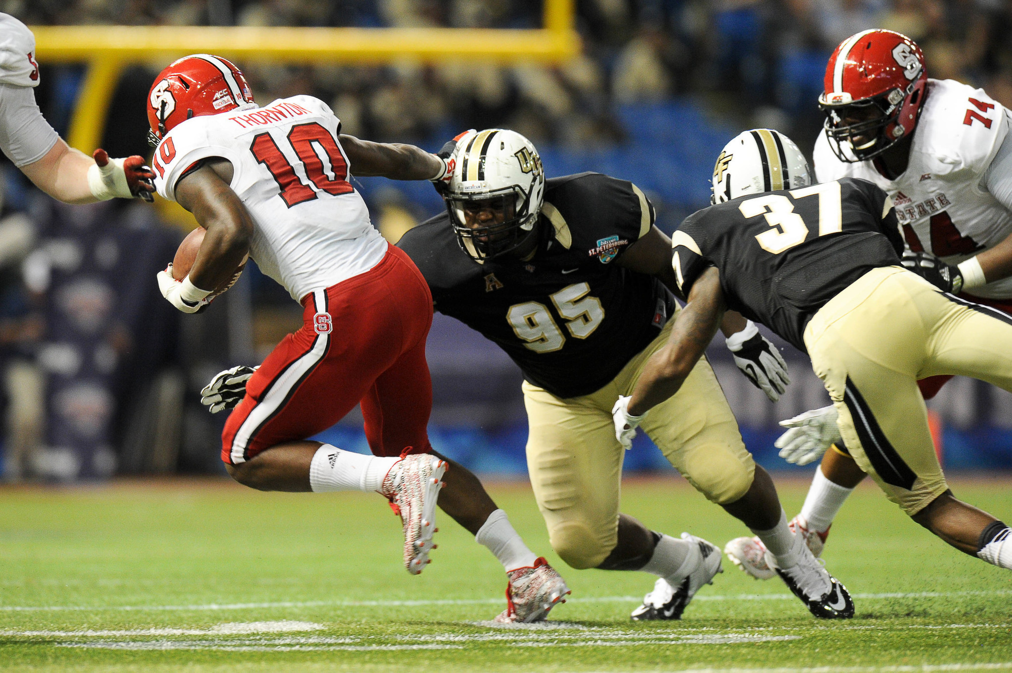 online retailer 5f4bf 7efd5 Rookie UCF DL Trysten Hill 'proud' to be mentored by Jamiyus ...