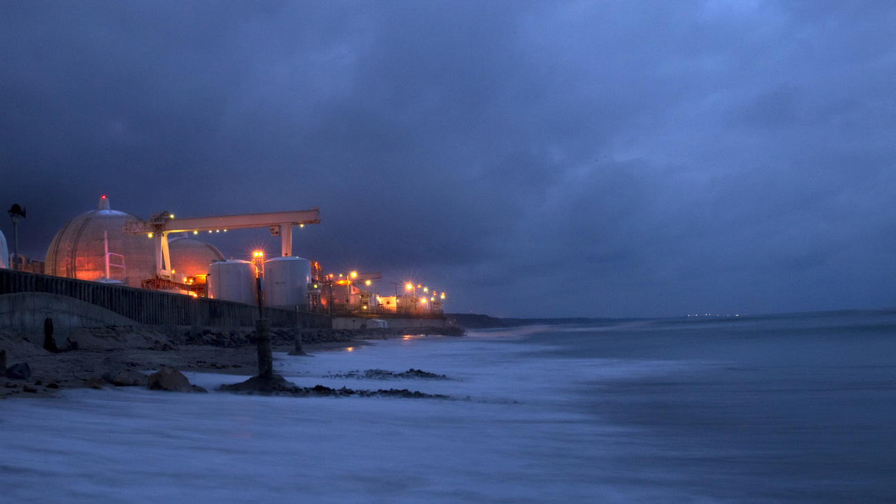 The tide rolls in at twilight at the San Onofre Nuclear Generating Station located on the border of San Diego County and San Clemente. (Allen J. Schaben / Los Angeles Times) None